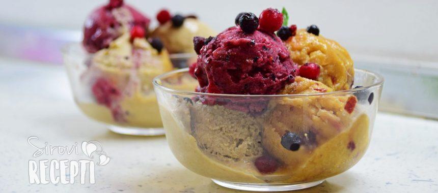 Sirovi sladoled od manga i borovnice