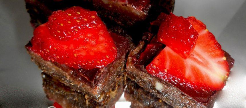 Makov kolač s chia sjemenkama i jagodama